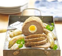 Pieczeń rzymska z jajkiem w sosie chrzanowym