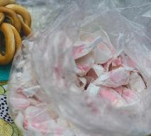 Obwarzanki, pańska skórka i chryzantemy: kulinarne przeboje cmentarnych straganów