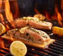 Grillowanie na desce cedrowej - jak grillować łososia na desce?