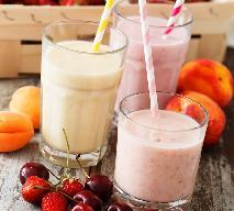 Jogurtowe smoothie z truskawek i brzoskwini