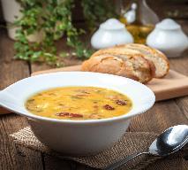 Grochówka z boczkiem: rozgrzewająca zupa na jesień i zimę
