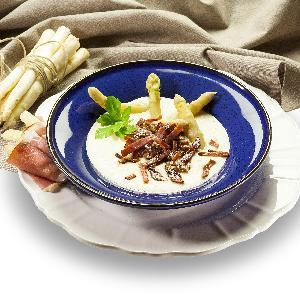 Zupa ze szparagów z makaronem z szynki dojrzewającej: oryginalny przepis