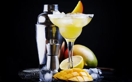 Szampańskie mango: przepis na drinka z mango i szampana [WIDEO]