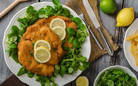 Sznycel wiedeński, czyli Wiener Schnitzel - jak go zrobić? Rady Agaty Wojdy