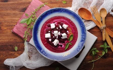 Zupa buraczana z fetą - przepis z menu beszamel