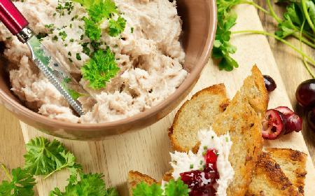 Pasta z kurczaka: przepis na wykorzystanie resztek kurczaka