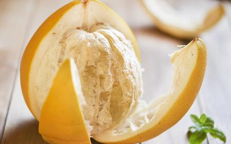 Owoc pomelo – co to takiego? Czym jest pomarańcza olbrzymia?