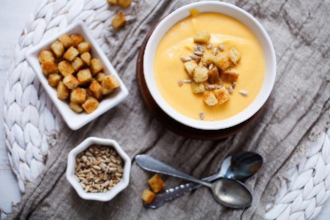 Zupa kokosowa z batatem z menu beszamel