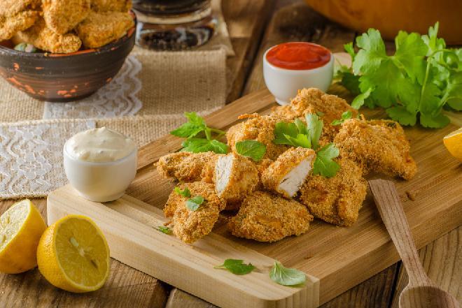 Nuggetsy z kurczaka na przekąskę [WIDEO]