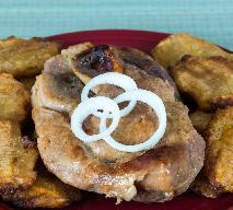 Pieczona karkówka podana z bananami według Magdy Gessler
