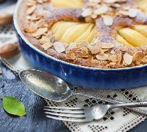 Migdałowe ciasto z gruszkami: pyszny i soczysty placek z jesiennymi owocami
