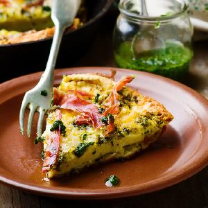 Omlet biszkoptowy z pesto i szynką: łatwy przepis z piekarnika na wytrawny grzybek