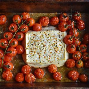 Makaron z pieczoną fetą i pomidorkami: hitowy przepis z Tik Toka na szybki obiad