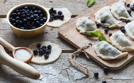 Naprostsze pierogi z jagodami - pyszne danie na obiad lub podwieczorek
