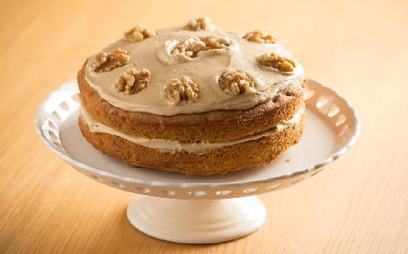 Tort egipski: przepis na biszkopt z orzechów włoskich z kremem kawowym