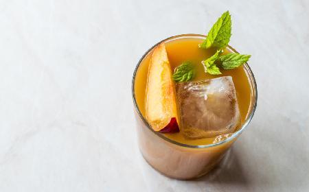 Mrożona herbata brzoskwiniowa z whisky