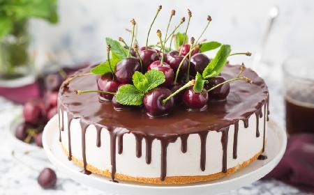 """Wykwintne ciasto """"Ptasie Mleczko"""" z polewą czekoladową"""