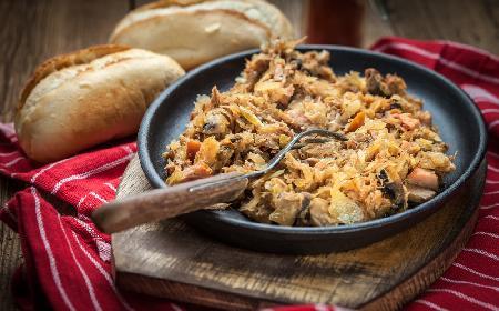 Babciny bigos: przepis na klasyczne danie kuchni polskiej [WIDEO]