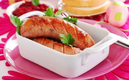 Biała kiełbasa na 11 sposobów: najlepsze przepisy na wielkanocne śniadanie