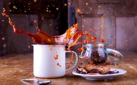 Kawa mrożona z lodami i malinami: przepis na deser kawowy