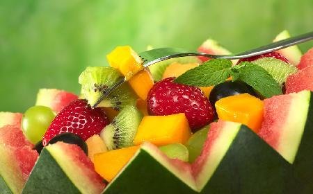 Sałatka owocowa w arbuzie - na przyjęcia, imprezy, grille i kinder bale