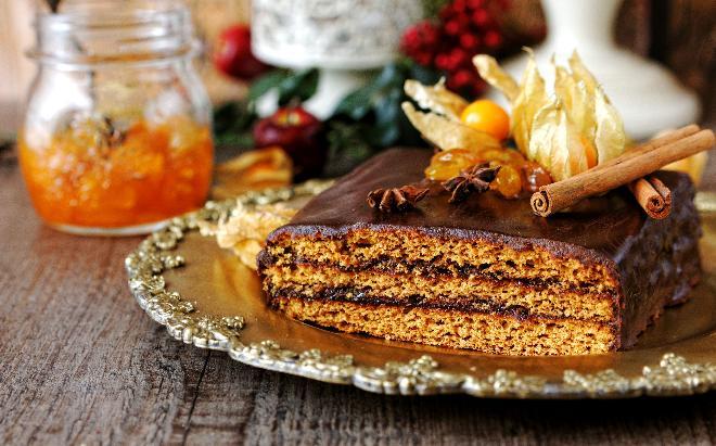 Piernik staropolski - przepis na dojrzewające ciasto [WIDEO]