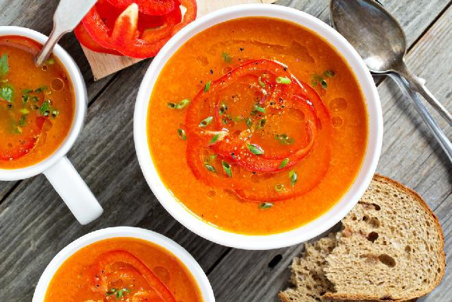 Pikantna zupa paprykowa z ajvarem